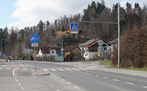 Zunaj naselja hitrost omejena na 60 km/h.