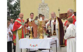 Jože Špes med procesijo ob farnem prazniku v Vojniku