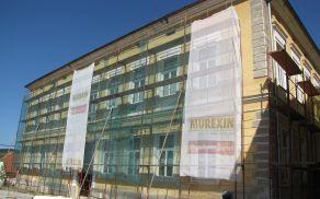 Postavitev gradbenega odra za pričetek del obnove fasade