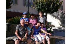 Simpatična nizozemska družina z gostiteljico.