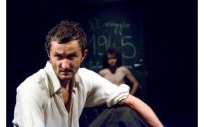 Prizor iz predstave Amado mio (foto: Matej Peternelj, arhiv SMG).