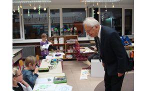 dr. Janez Gabrijelčič med mladimi bralci