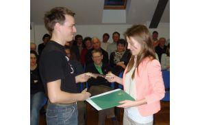 Za raziskovalno nalogo Turizem v Borovnici je Anja Strle prejela že več priznanj.