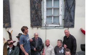 Žan Košir z legendami tržiškega smučanja ob odprtju Slovenskega smučarskega muzeja v Tržiču