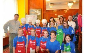 Vrhniška skupina mladih kuharjev je v prvi vrsti (foto: radjemribe.si)