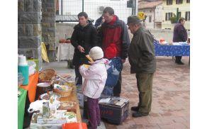 """Novoletni bazar """"Zame šara - zate darilo"""". Foto: Nika Testen"""