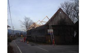 Mrakova domačija na Rečici, blejska občina je obnovila streho in z odlokom  zaščitila domačijo.