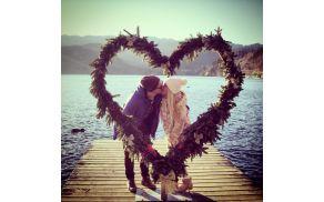 bn-t-kissing.jpg