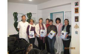 Predstavniki sodelujočih na dobrodelni prireditvi in osebje bolnišnice Stara Gora. Foto: TRD Globočak