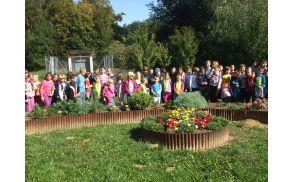 Zbrali so se pred botaničnim vrtom šole.