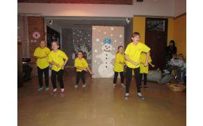 Otroci vrtca in šole Breginj so pripravili prisrčen program. Foto: Marjanca Velišče