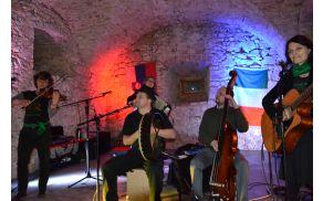 Iskriva irska glasba v čudovitem okolju gradu Lemberg