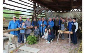 Skupina izdelovalcev butar v vsakoletni sestavi