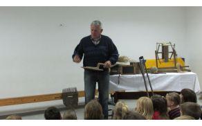 Gospod Janez Cankar nam je o uporabi starih predmetov povedal veliko zanimivega.