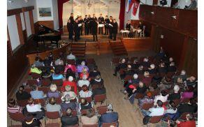 V dvorani Kulturnega doma v Šmartnem pri Litiji je bil v soboto, 27. februarja koncert mešanega pevskega zbora Zvon skupaj z gosti.