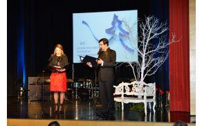45. novoletno srečanje Slovencev Videmske pokrajine in Posočja sta vodila Sanja Gregorčič in Matej Kavčič. Foto: Foto Červ
