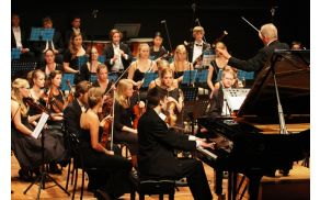 Izjemen nastop pianista Danijela Breclja z orkestrom MIRA. Foto: Toni Dugorepec