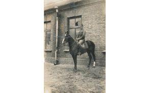 Jožef Cvetek na konju Putku. Foto: Osebni arhiv Marije Cvetek