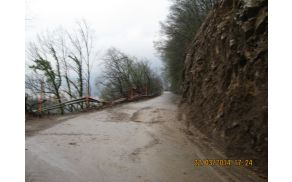 Deževje povzročilo plazenje zemlje. Foto: Janko Volarič
