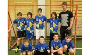 Ekipa Rokometne šole Alena Mihalja s trenerjem Juretom Horvatom na 23. turnirju Igrajmo rokomet v Celju