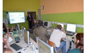 Tomi Cigoj predava na delavnici v Mozirju.