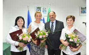 Župan Kastelic z občinskimi nagrajenkami (z leve) Vladko Vidic, Marijo Gabrijel in Slavko Derganc.