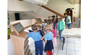 Učenci podružnične osnovne šole Soča. Foto: Arhiv Javnega zavoda TNP