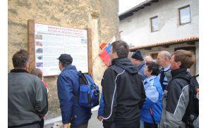 Stane Bačar je prispeval besedila za informacijske table, ki opozarjajo popotnika na naravno in kulturno dediščino zaselkov Potok in Jakulini.
