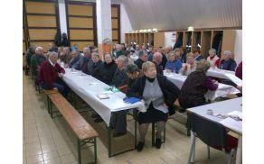 Člani Društva upokojencev Vransko zbrani na občnem zboru 24.03.2013