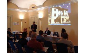 Zbrane je pozdravil župan mag. Milan Turk, ki ima tudi sam izkušnje s podjetništvom, in povedal, da občina podpira to področje z nepovratnimi sredstvi prek javnega razpisa, ugodnimi posojili iz Sklada malega gospodarstva Goriške ter posredno s financiranjem nekaterih inštitucij.