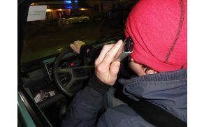 Telefoniranje med vožnjo je pogost dejavnik prometnih nesreč. Foto: Lea Širok