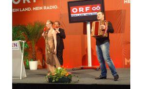 Na odru za animacijo je Vipavsko dolino obiskovalcem predstavila vipavska vinska kraljica Karmen Cizara.