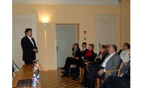 Gostitelj, župan Milan Turk, je članom združenja, med katerimi je bila tudi ministrica za Slovence v zamejstvu in po svetu Tina Komel, predstavil občino in širše območje o katerem je nato tekla beseda.