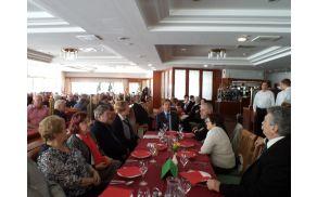 Udeleženci zbora, katerim se je pridrižil tudi župan MO Slovenj Gradec gospod Andrej Čas