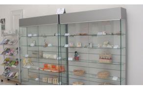 Razstava izvirnih rokodelskih izdelkov/spominkov Koroške regije na ogled v predverju TIC Slovenj Gradec