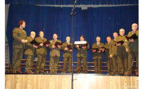 Lovski pevski zbor Zlatorog na reviji v Vipavi - foto Nevenka Vidmar