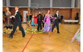 Športna dvorana Dobrova, odeta v razkošne plesne obleke