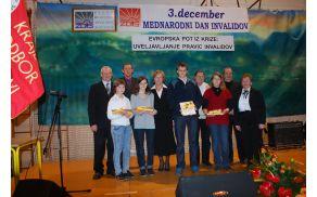 Pedagoška akcija - učenci OŠ  šol s predsednikom ZDIS Dragom Novakom in predsedniki DI koroške regije