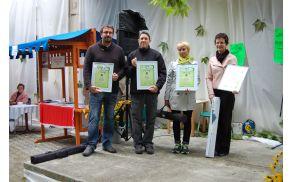 Priznanje za Naj NVO 2013 po izboru javnosti je prevzel direktor Tadej Beočanin (prvi z leve)