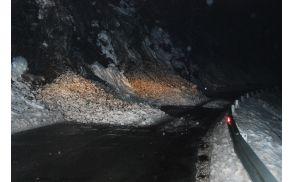 Stanje cestišča po ročno odmetanem snegu [foto: Klemen Zibelnik]