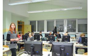 Maša Ribnikar predava na delavnici v Dupleku. (foto: Anita Bogataj)