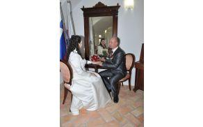 V aprilu 2012 sta zakonsko zvezo sklenila Marija Hribernik in Milan Brvar.