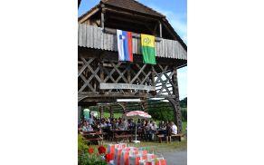 Pod kozolcem na Babni Gori je letos potekalo 20. prvenstvo harmonikarjev na diatonični harmoniki.
