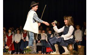 Briški otroci so odigrali prizor iz filma Srečno, Kekec.