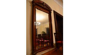Obnovljeno ogledalo, ki danes krasi poročno dvorano.