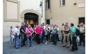 Pred Dantejevo rojstno hišo v Firencah