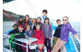Na plovbi učenci 4. b POŠ Tabor z razredničarko D. Savinek