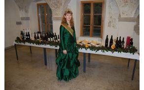 Vinska kraljica Katja Blagonja z vini na dražbi
