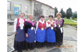 Udeleženke Europeade v nošah FS Vinko Korže.