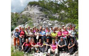 Sončki pod skalnim podorom z gore Osojnica (foto Tatjana Rodošek)